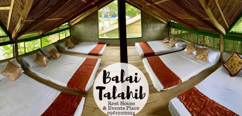 Balai 2 common bedroom (6-7 queen floor mattresses)