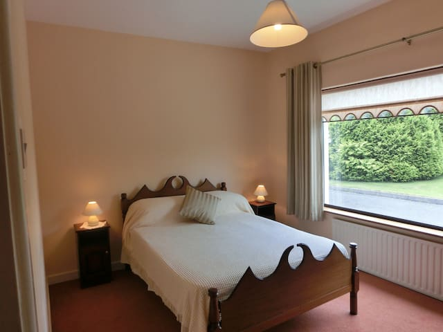 Palmgrove House Guesthouse Listowel - Listowel - Bed & Breakfast