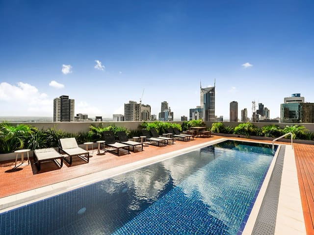 Cozy room, best CBD location, gym and rooftop pool
