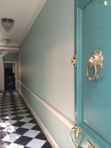 Bright,  Historic Private Room Old Town Alexandria