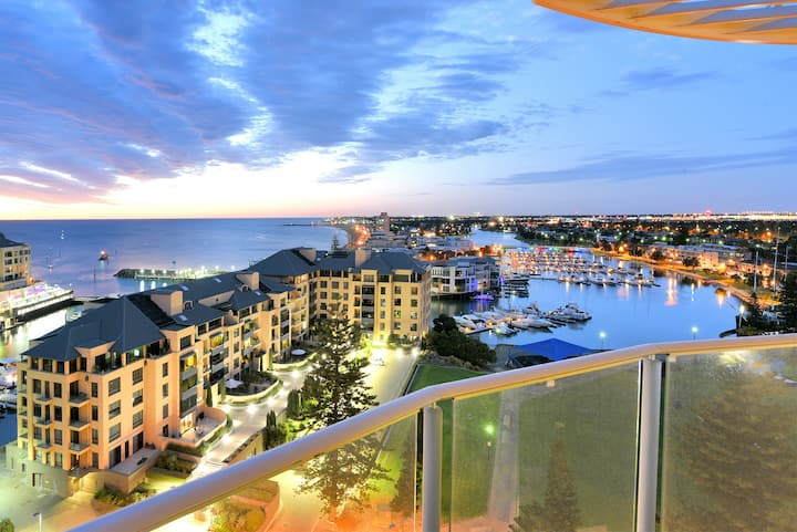 *The Place to Stay at Glenelg-Million Dollar Views
