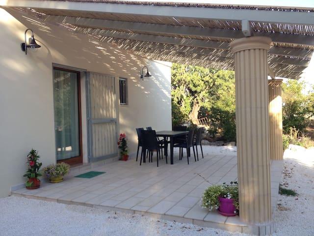 Lamia in pietra Alba de S.Salvador - Ostuni - Villa