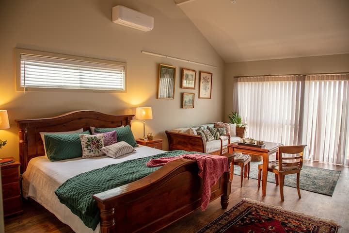 Meander Retreat - relax in the country