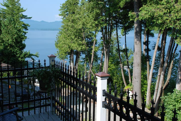 Lake Champlain charming apartment amazing views