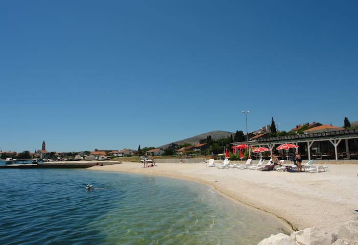 Apartment by the sea in Trogir
