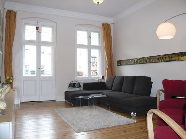 "Quiet Oasis  in ""Kreuzkölln"" 60 sqm"