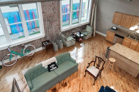 Welcome home! My loft is located in Detroit's North End. You're surrounded by galleries, electronic music venues, and makers. Just north of Midtown and Eastern Market, a great place to stay for an authentic Detroit experience.