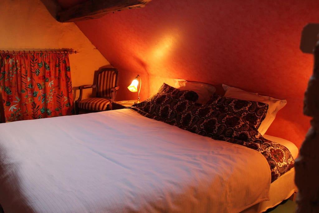 Chambre double et bureau mansardes chambres d 39 h tes for Chambre d hote belgique