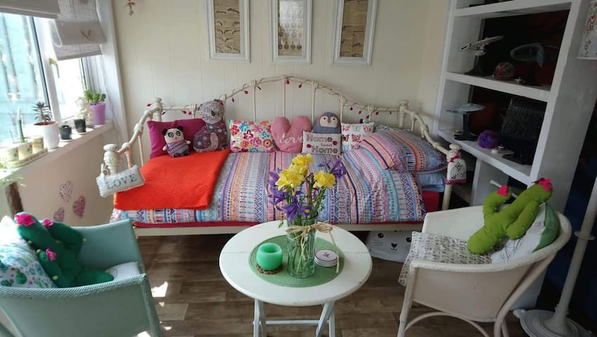 Isle of man, vegan hippy single daybed public room