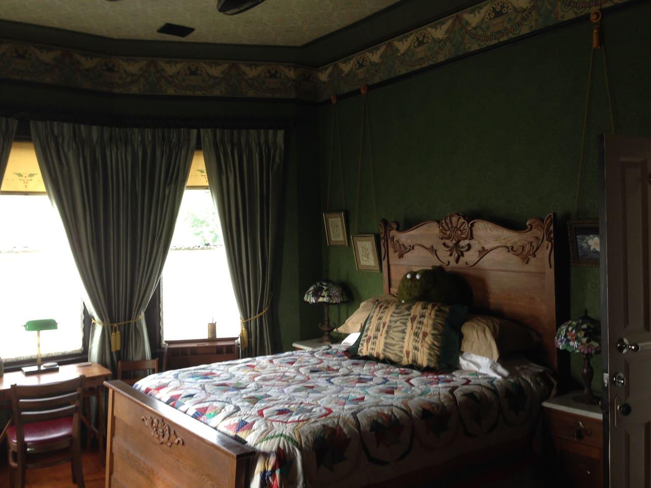 1880s Queen Bed