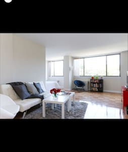 Centrally located, Open with WIFI - Washington - Apartment