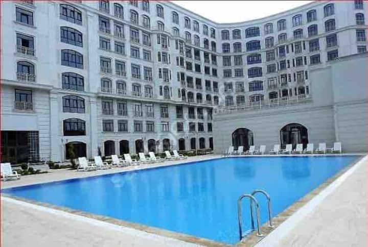 Havuzu ve spor salonu ile nezih bir daire