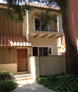 Комната в таунхаусе - Лос-Анджелес - House