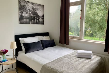 Room in shared apartment near Amsterdam Zuid