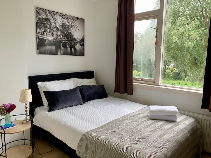 Room in shared apartment near Amsterdam Zuid