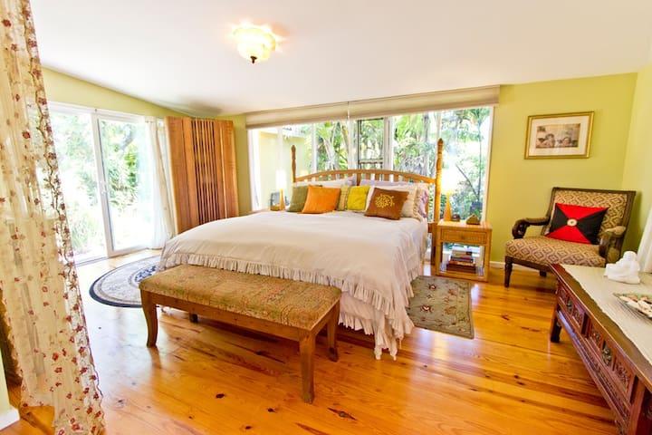 Garden View  Cottage Close to Hana & Haleakala