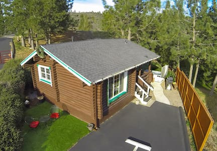 COLEMAN CREEK, AUTHENTIC LOG CABIN + SPA IN FOREST