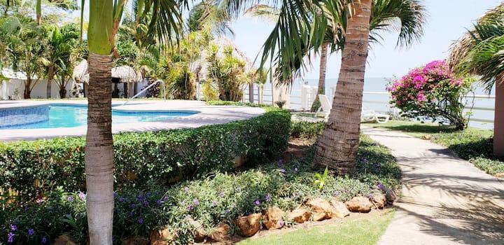 ★★Gorgeous Beach Front Relax Condominium