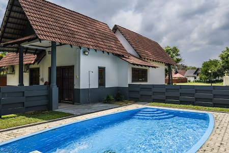 Frontrow@afamosa with a pool - Alor Gajah - Bungalow