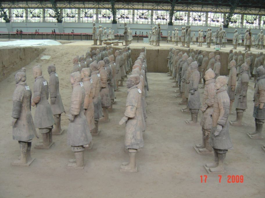 世界闻名的兵马俑The world famous Terra Cotta Warriors