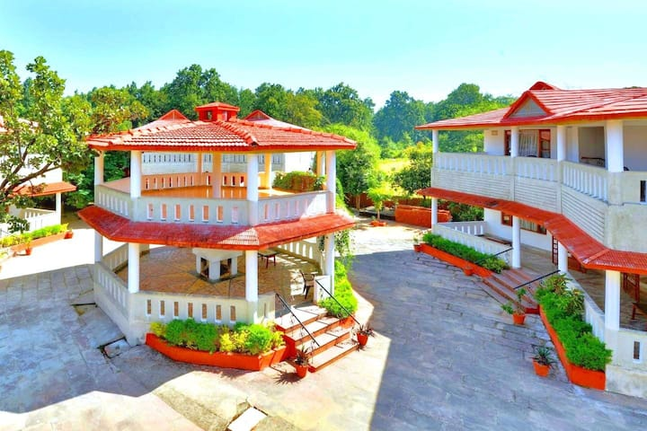 Grand Tiger Resort Luxury Space, Kanha