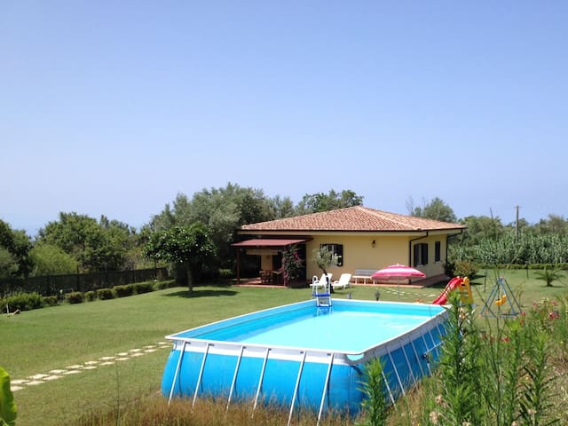 Apt Girasole in villa pool garden - Ricadi  - House