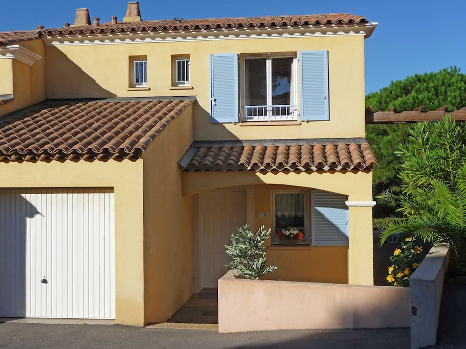 Belle villa avec piscine et jardin mer 700m maisons - La cremaillere cote mer et hotel cote jardin ...