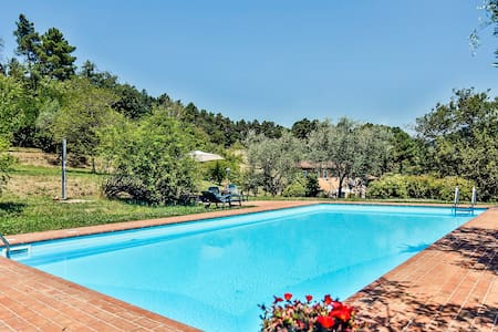 Life in the countryside with exclusive pool - Lucca