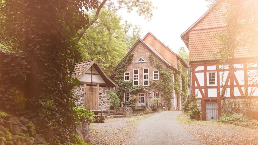 Romantische Zimmer in der Wassermühle von 1415 - Homberg (Efze) - Hotel boutique