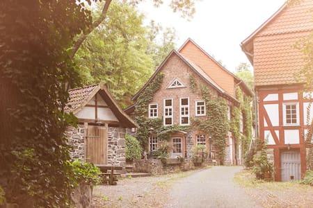 Romantische Zimmer in der Wassermühle von 1415 - Homberg (Efze) - Boutique-hotell