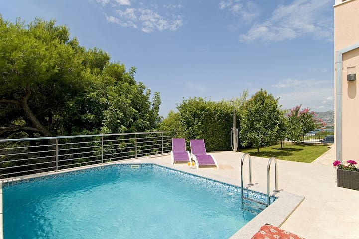 Luxury villa with heated pool and amazing view A1