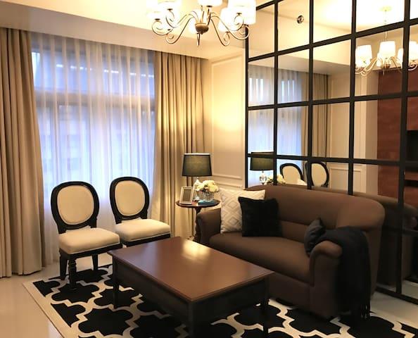 2 Bedroom Araneta Center, Cubao - Luxurius Condo