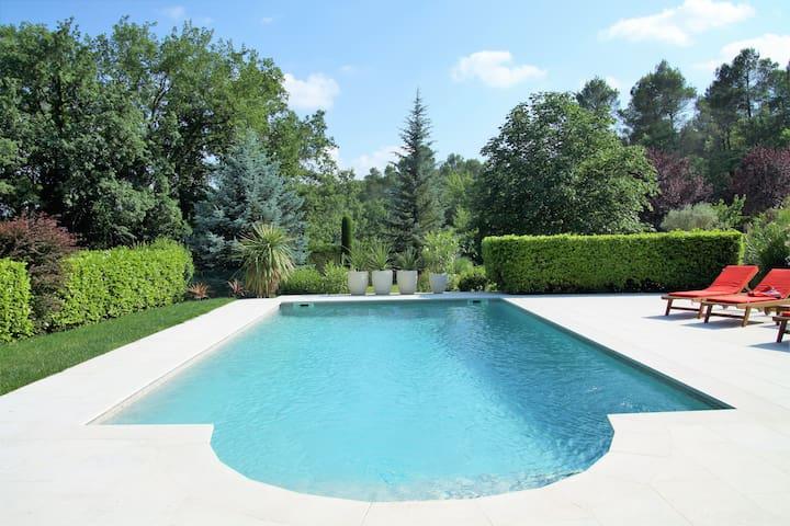 Charming villa, near the Luberon, nice pool