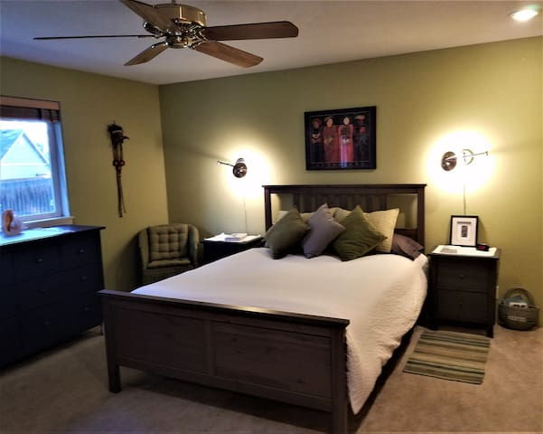 Large Master with Queen bed & organic sheets