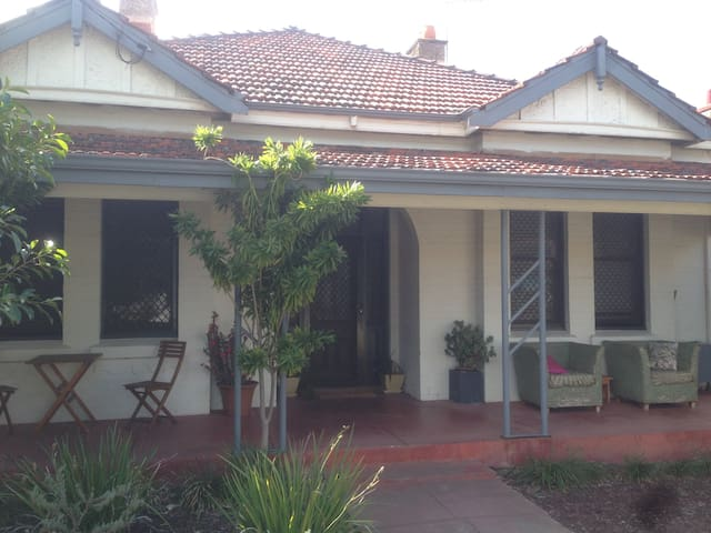 Large private room in Mount Lawley, Perth - Mount Lawley - Casa