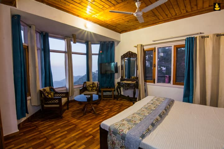 LivingStone Single Room in Cozy Homestay - Kasauli