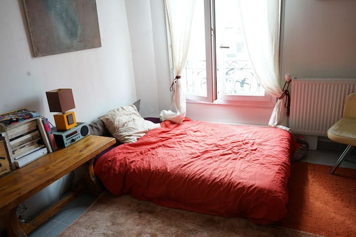 Room in cosy flat at 5 minutes from Paris!