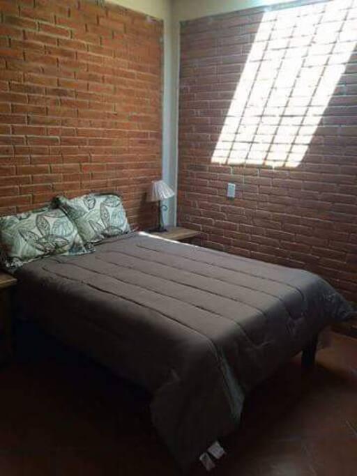 Esta es la recamaras cuenta con una cama y closet.