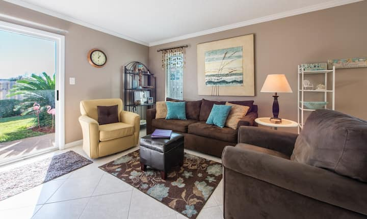 Comfortable Townhome with a Short Walk to Pool and Beach
