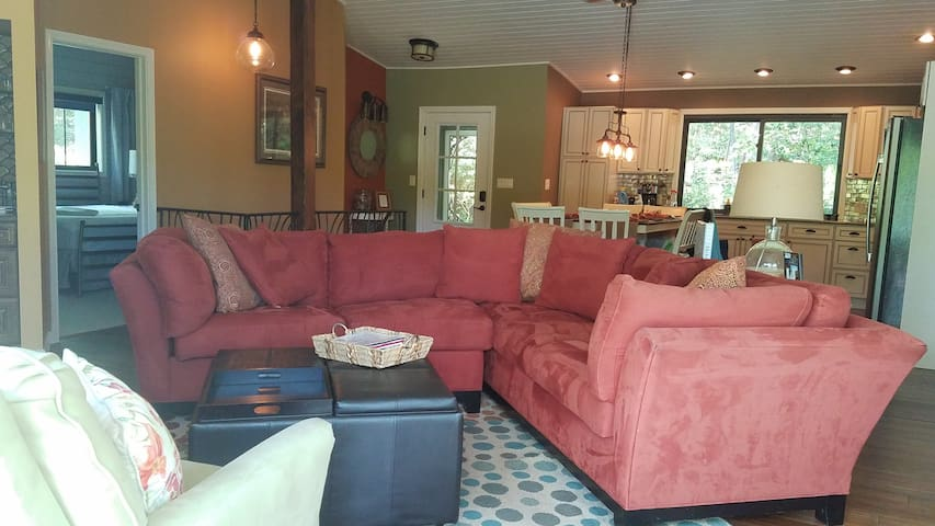 Saluda Vista/Blue Ridge Luxury/Hot Tub/Lake Side