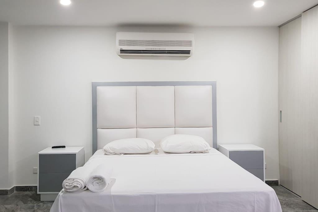 cama matrimonial, aire acondicionado, closeth.
