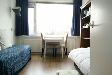 Bright room + Bicycle + a nice view! - Utrecht - Apartment