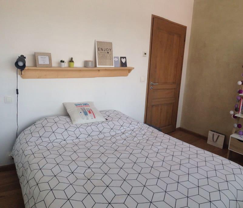 Petite chambre cosy avec vue - dressing à votre disposition
