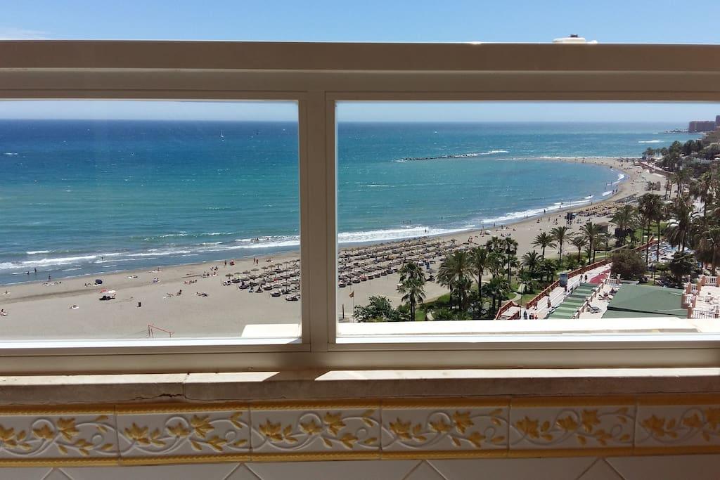 Vistas desde la terraza sentado en una comoda butaca