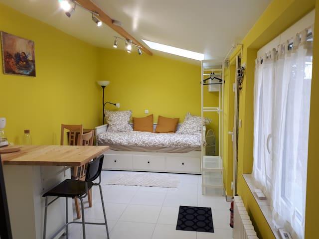 Chambre «Jaune» bien équipée et très calme