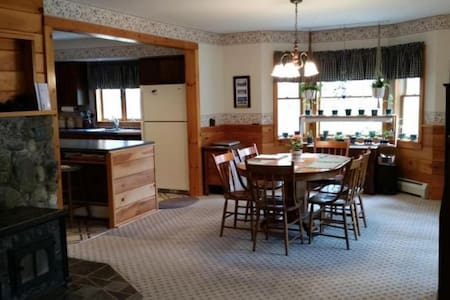 Beautiful 5 Bedroom Adirondack Home - Wevertown