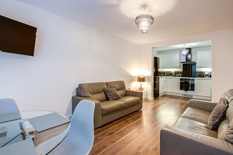2 Bedroom Apartment with own entrance & garden