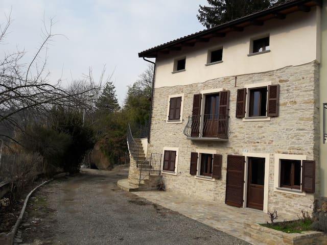 Casa dei Lauri in collina Acqui Terme Piano Terra