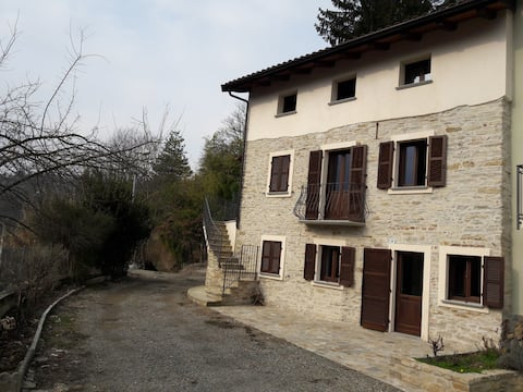 Casa dei Lauri in collina Acqui Terme Piano Terra