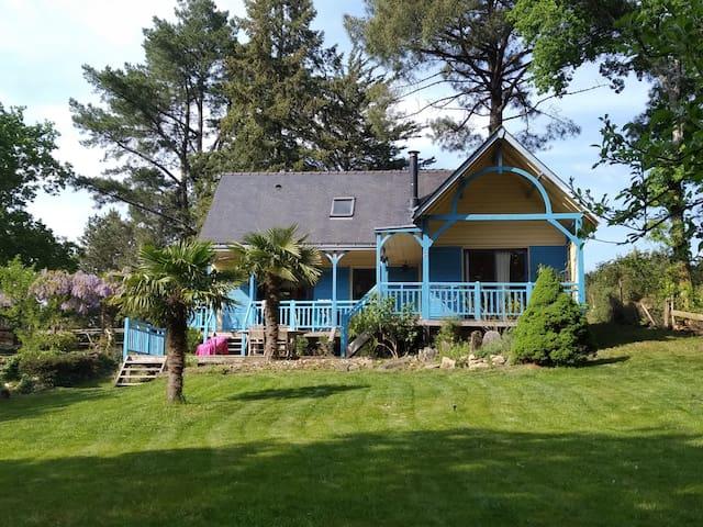 maison en bois,bord de rivière,3 chambres.